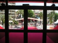 Les marches de Cannes vues de l'intérieur du palais.jpg